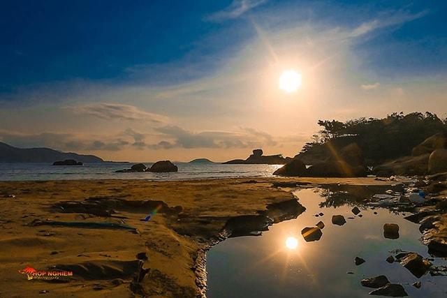 Bình minh trên Hòn Chồng ở Nha Trang