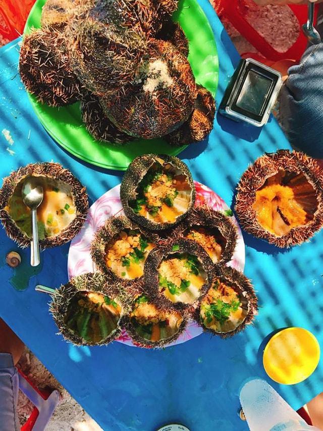 Đặc sản nhum trên đảo Bình Hưng