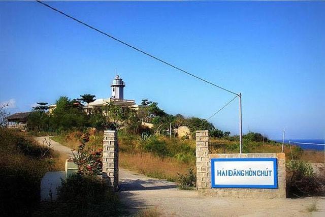 Hải đăng Hòn Chút là biểu tượng của đảo Bình Hưng