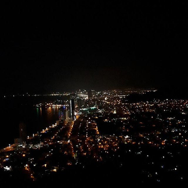 Ngắm thành phố Nha Trang về đêm trên núi Cô Tiên