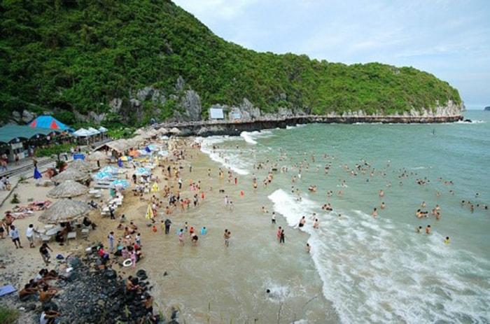 Bãi tắm Cát Cò 1 trên đảo Cát Bà