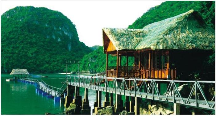 Bãi tắm Nam Cát trên đảo Cát Bà