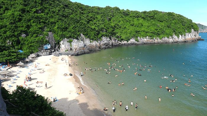 Bãi tắm Tùng Thu ở Cát Bà