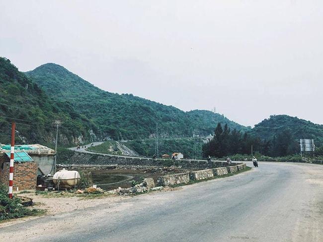 Đường xuyên đảo Cát Bà
