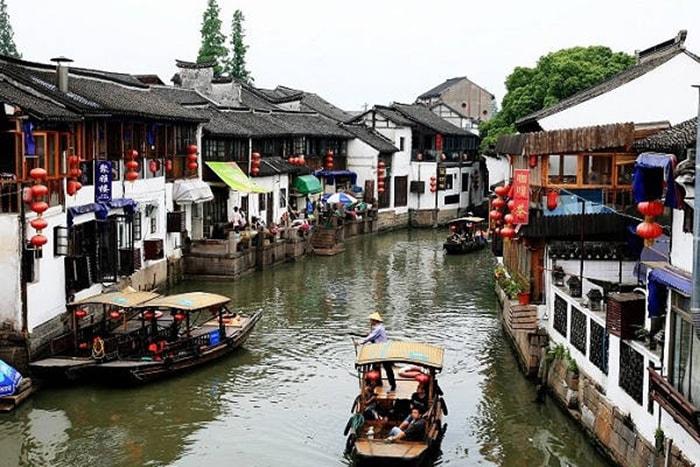 Dạo thuyền trên sông ở thị trấn cổ Chu Gia Giác, Thượng Hải