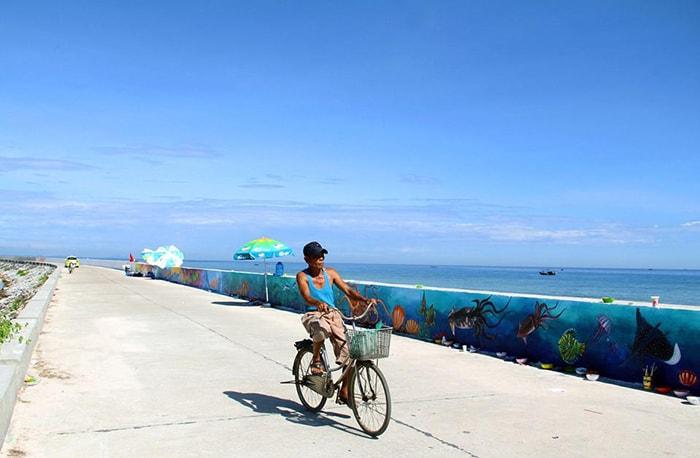 Con đường bích họa ở đảo Lý Sơn trên đường ra cổng Tò Vò