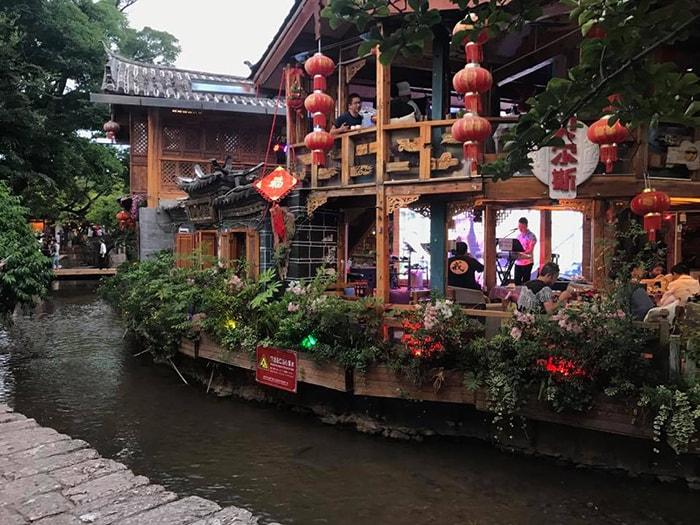 Quán ven sông ở Lệ Giang cổ trấn