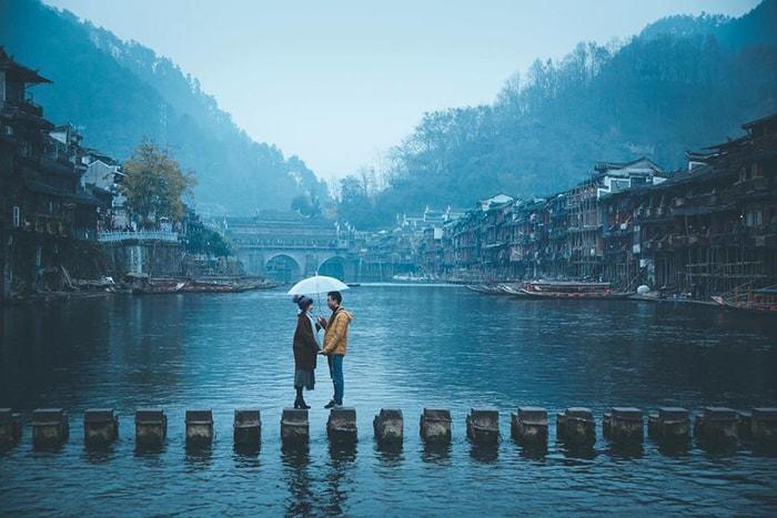 Những cột đá trên sông Đà Giang