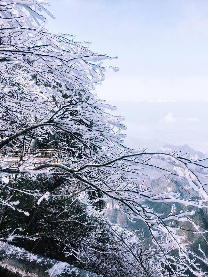 Đến Phượng Hoàng cổ trấn mùa đông có thể bạn sẽ được thấy cả băng giá