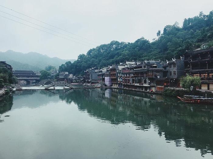 Khung cảnh trong xanh của Phượng Hoàng cổ trấn vào mùa thu
