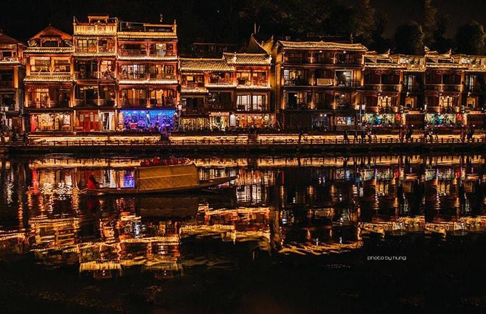 Khu phố đi bộ dọc bờ sông Đà Giang về đêm