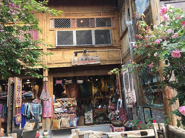 Cửa hàng bán đồ lưu niệm ở Thúc Hà cổ trấn