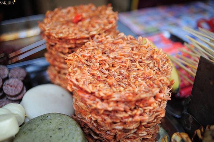 Bánh tép nổi tiếng ở Phượng Hoàng cổ trấn