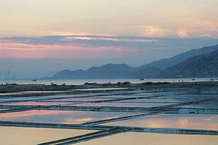 Vẻ đẹp của cánh đồng muối Phượng Cựu - Ninh Thuận