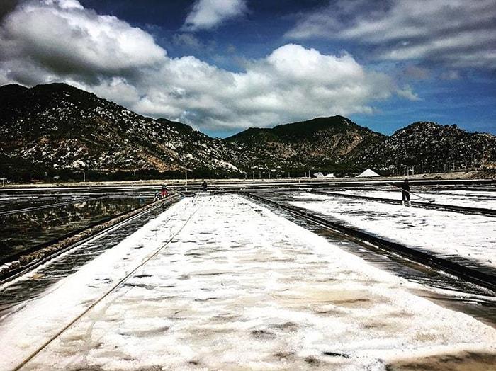 Cánh đồng muối Phượng Cựu được coi là cánh đồng muối lớn nhất miền Trung
