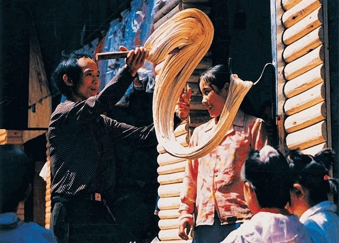 Kẹo gừng là đặc sản nổi tiếng ở Phượng Hoàng cổ trấn