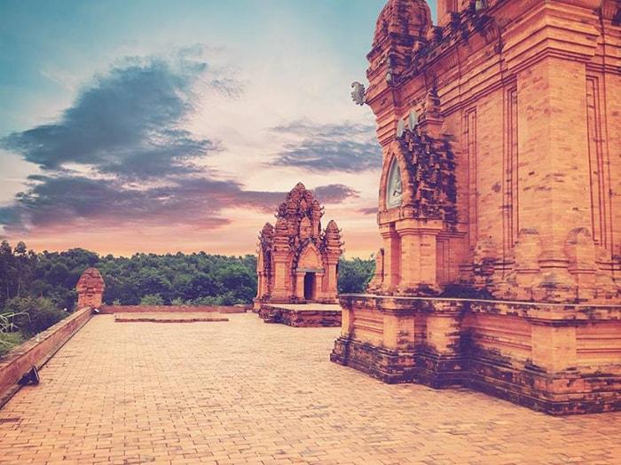 Vẻ đẹp của tháp Po Klong Giarai - Ninh Thuận