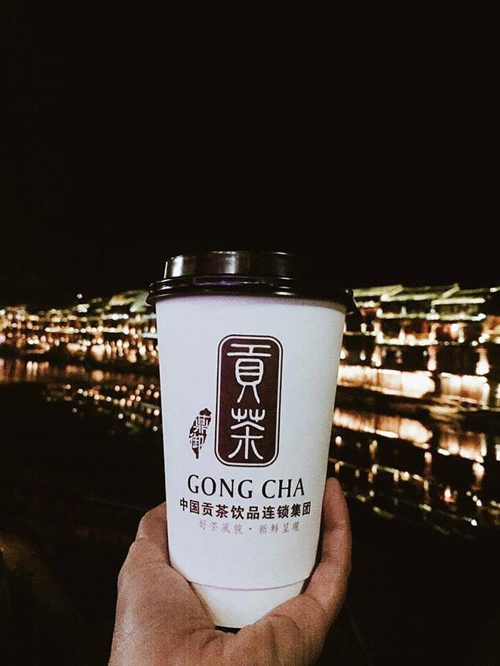 Trà sữa Gongcha ở Phượng Hoàng cổ trấn