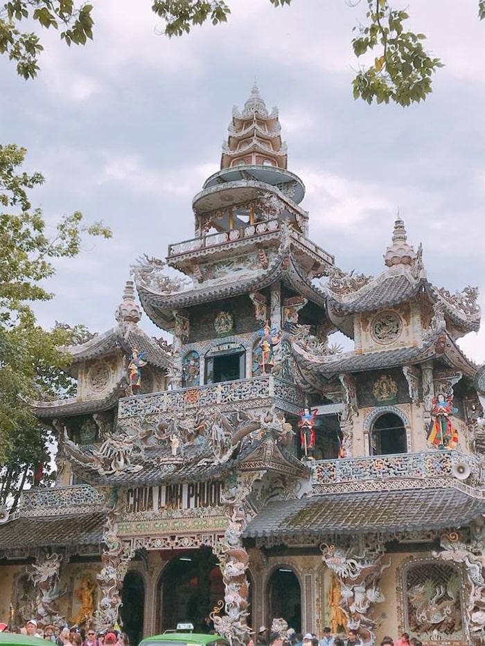 Chùa Linh Phước hay con gọi là chùa Ve Chai