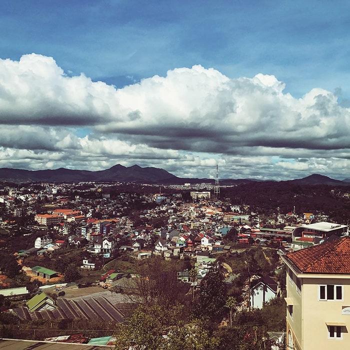 View thành phố Đà Lạt nhìn từ trên đồi Robin
