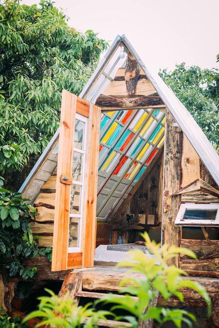 Nhà gỗ dưới vườn bên trong Home of Dreamers