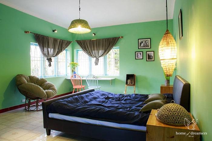 Phòng Tâm bên trong Home of Dreamers