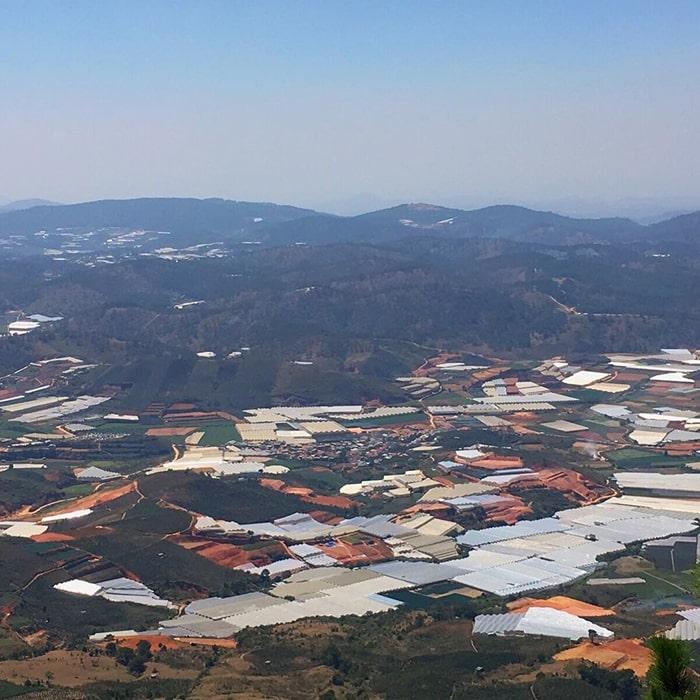 Khung cảnh Đà Lạt tuyệt đẹp khi nhìn từ trên đỉnh Lang Biang