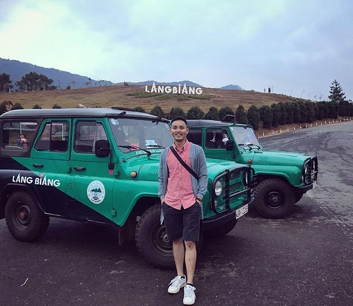 Bãi đỗ xe Jeep trong khu du lịch Lang Biang
