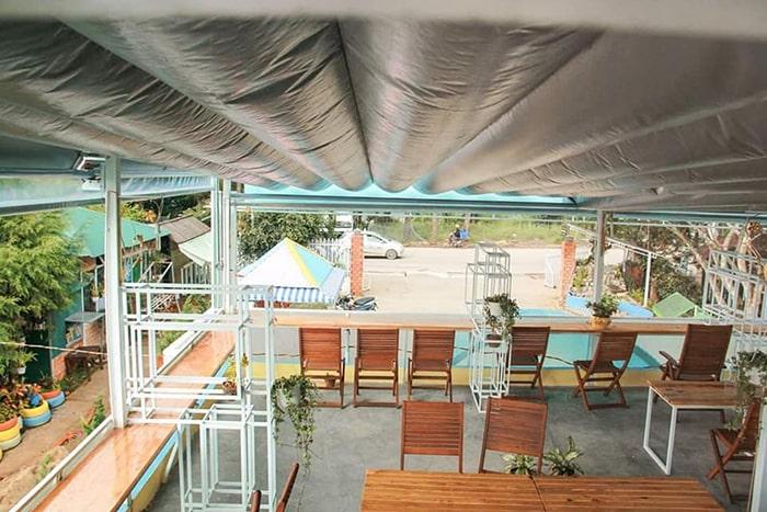Không gian cafe ở Windy Hill Coffee & Homestay