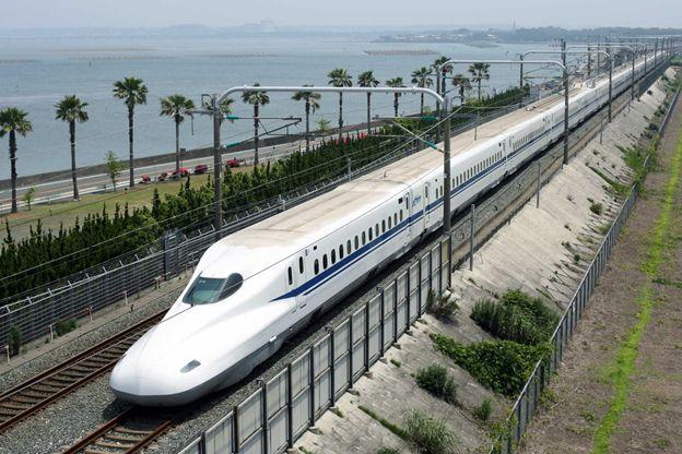 Tàu cao tốc Shinkansen - phương tiện di chuyển chính tại Nhật Bản