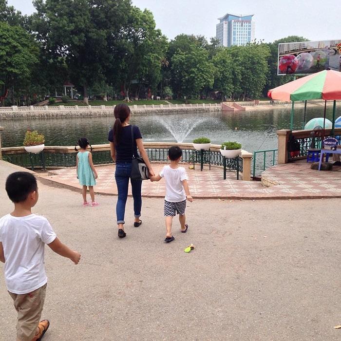 Công viên Thủ Lệ là địa điểm rất được yêu thích của các bạn nhỏ