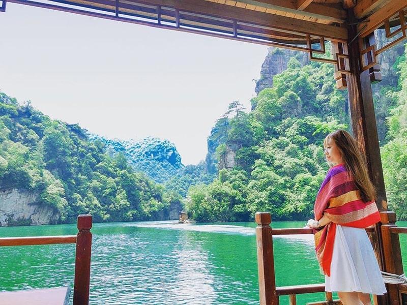 Du thuyền trên hồ Bảo Phong