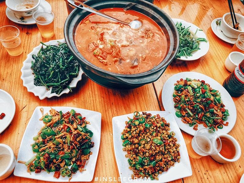 Lẩu cá cay tại Trương Gia Giới được sử dụng để ăn cùng với cơm.