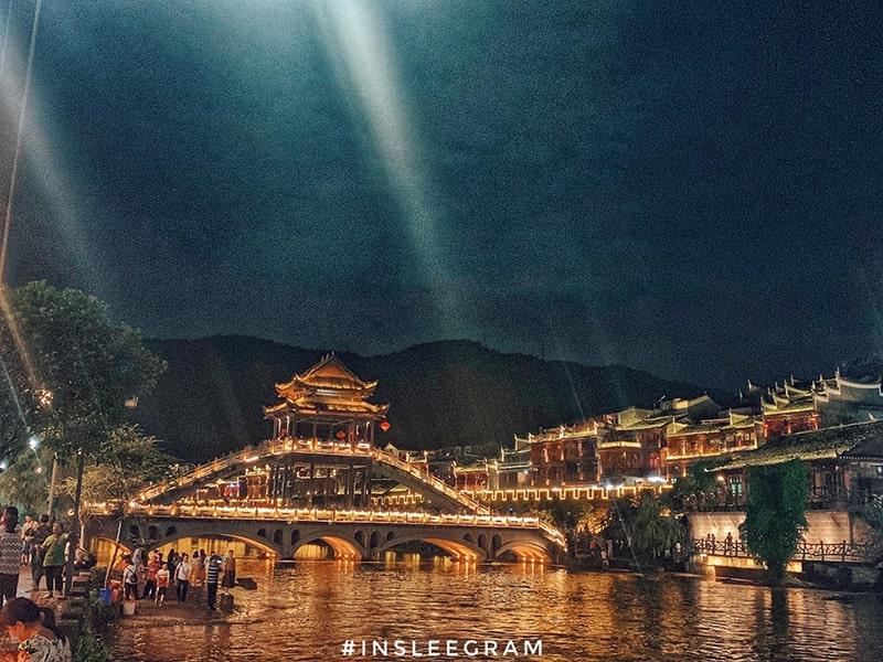 Lầu Phong Thúy Hồng Kiều về đêm