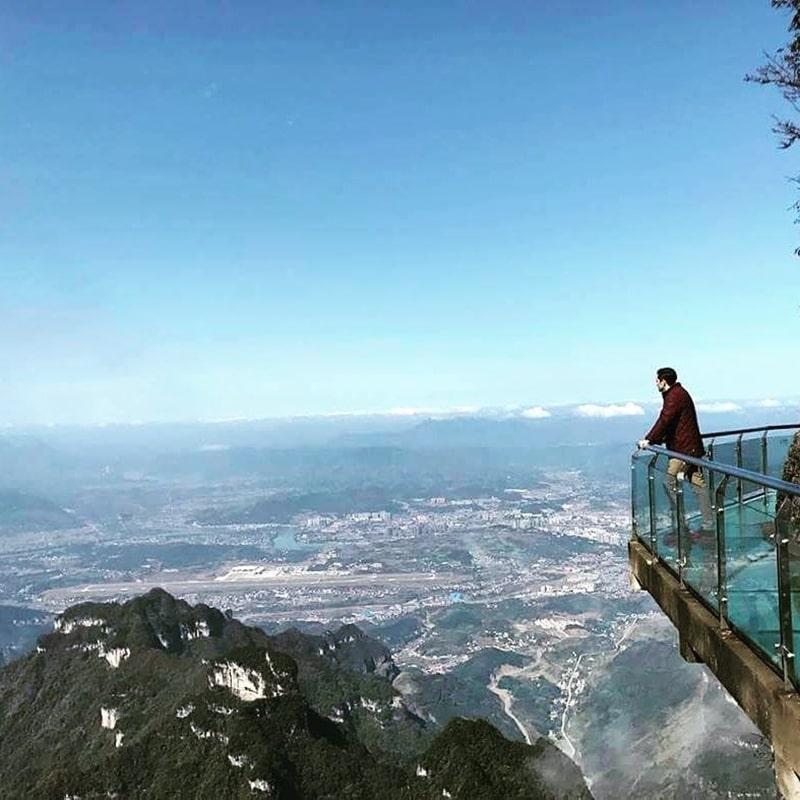 Con đường đi bộ bằng kinh ven sườn núi lên đỉnh Thiên Môn Sơn