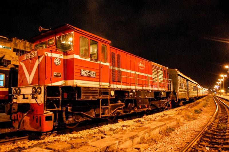 Tàu hỏa là phương tiện được du khách lựa chọn hàng đầu khi đi từ Hà Nội lên Sapa