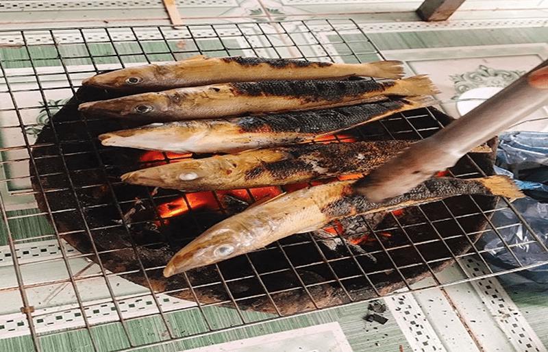 Món cá đục nướng trên than hồng ở Lagi