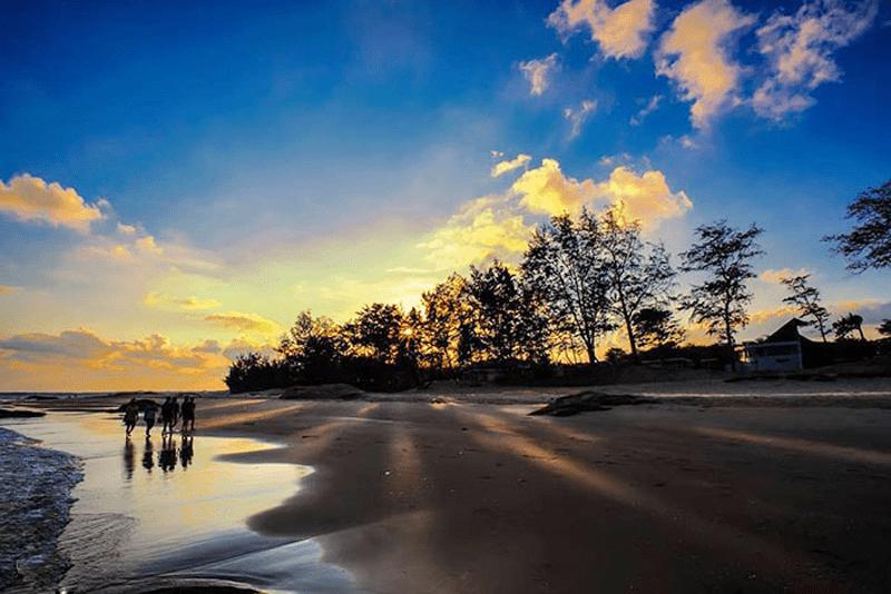 Bãi tắm Tân Hải buổi sớm