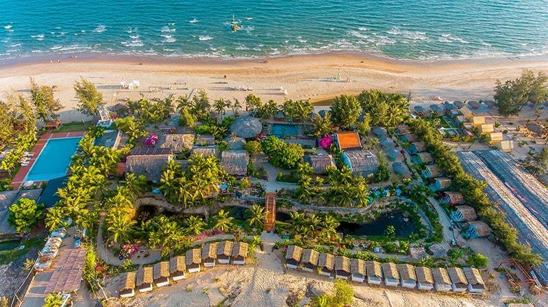 Coco Beach Camp có các sự lựa chọn như lều trại phòng dorm hay các homestay nhiều sắc màu